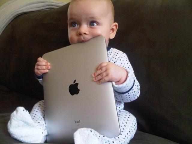 專家表示給小孩玩 iPad 是「虐待兒童」?!